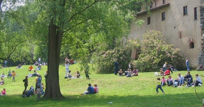 Pic-nic in un parco (foto Fai)