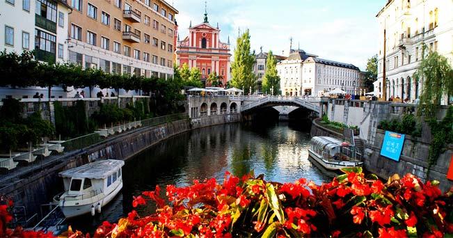 Il fiume Ljubljanica attraversa per intero la città (foto Lucio José Martínez González da Flickr.com)