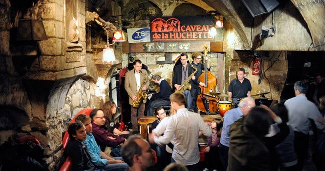 Un concerto jazz al Caveau de la Huchette. A pochi passi da Notre Dame, è uno dei primi locali jazz della Parigi del dopoguerra, ricavato in uno scantinato (foto Enrico De Santis)