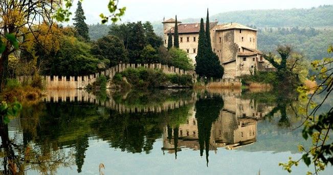 Un'immagine del Castello di Toblino, nella Valle dei Laghi in Trentino
