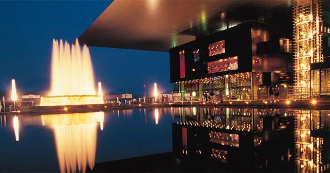 Lucerna (Svizzera). La sala concerti del KKL, sulle sponde del Lago dei Quattro Cantoni