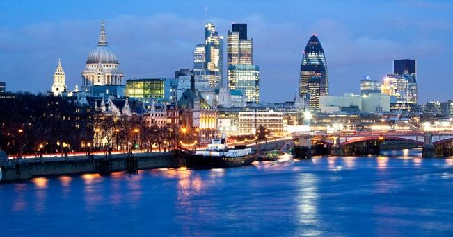 La City di Londra e il Tamigi visti da Waterloo Bridge (foto BL Images Ltd / Alamy)
