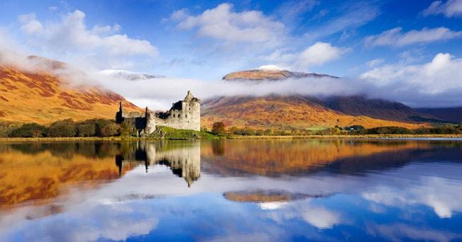 Kilchurn Castle, Loch Awe, Argyll, Scozia (foto Derek Croucher / Alamy)