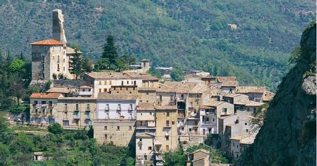 Abruzzo selvaggio, tra trekking e antichi borghi