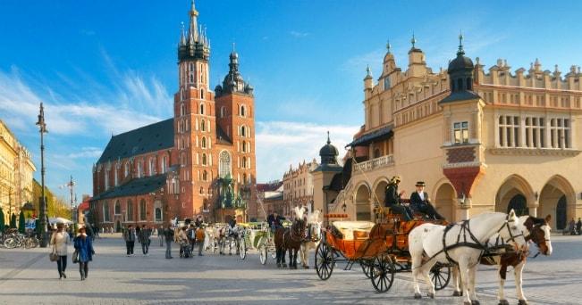 La Piaza del Mercato nelle città vecchia di Cracovia (foto Milesone Media)