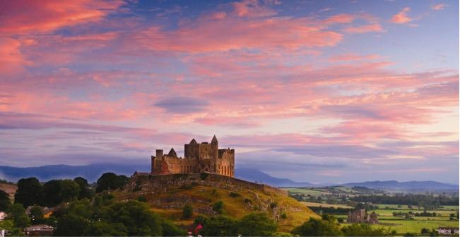 Rock of Cashel, la Rocca di San Patrizio dove l'evangelizzatore dell'Irlanda battezzò Aenghus, re del Munster segnando la fine del paganesimo nella regione (foto Turismo Irlandese)