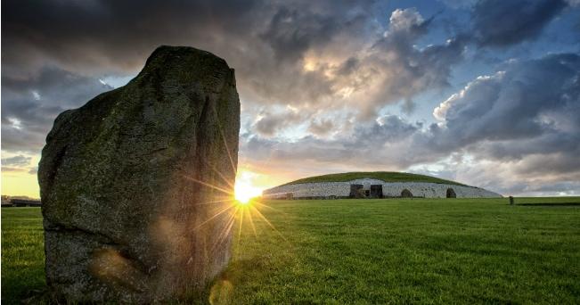 Newgrange. (ph Brian Morrison da Turismo Irlandese)