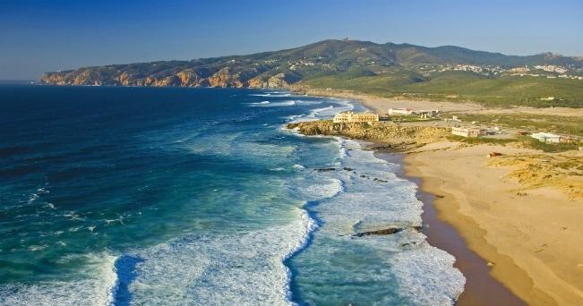 Praia do Guincho, dove tengono campionati nazionali di surf (ph Turismo de Lisboa)