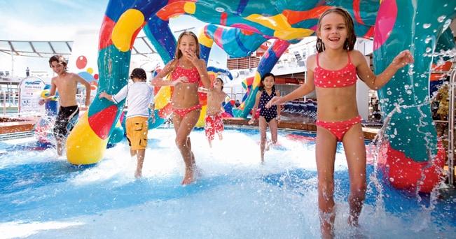 I giochi dei bambini nell'Aqua Park di bordo