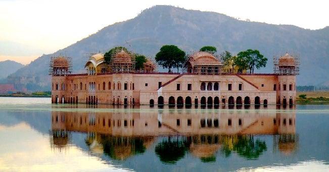 Il Palazzo sull'acqua di Jaipur (foto saturnism da Flickr.com)