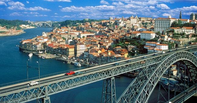 Il ponte Dom Luis sul fiume Douro (foto Art Kowalsky / Alamy)