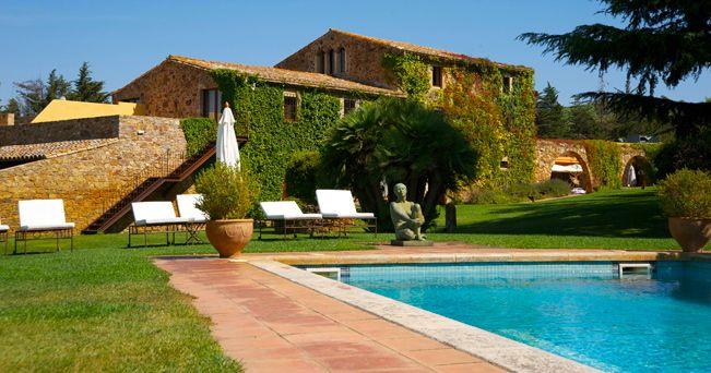 Notti catalane tra ville e castelli il sole 24 ore for Ville moderne con piscina