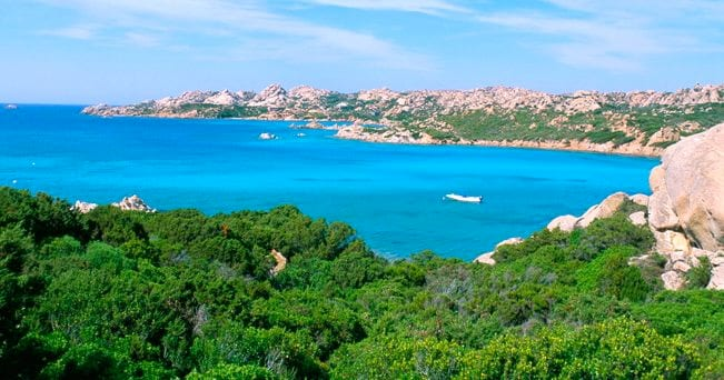 Veduta del mare della Maddalena (foto Alamy/Milestone Media)