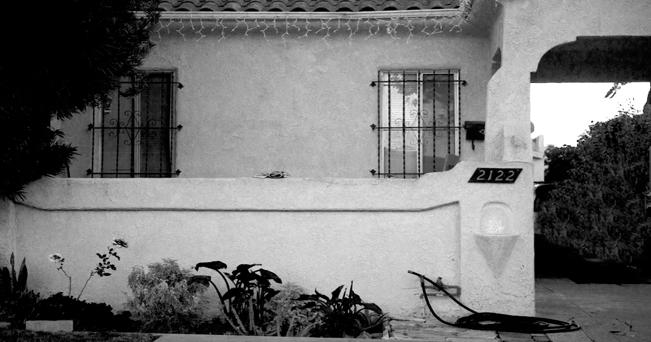 """ph di: Jacob Härnqvist: 2122 LongwoodAveLowRes; press image from the book """"Charles Bukowskis Los Angeles"""", showing exterior of 2122 Longwood Avenue, Bukowski's childhood home. fonte: Flickr"""