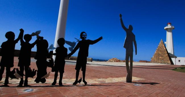 Nelson Mandela Voting Line Sculpture (foto South African Tourism)