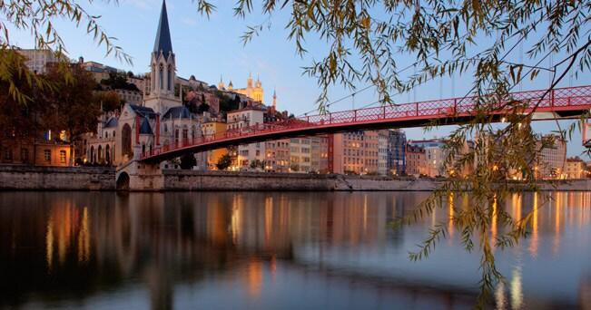 Il ponte Saint George sulla Saône e la chiesa di Saint George