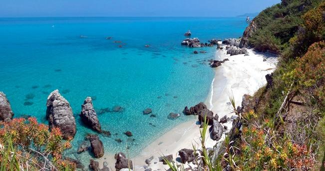 Il litorale di Tropea (foto Prisma Bildagentur AG / Alamy/Milestone Media)