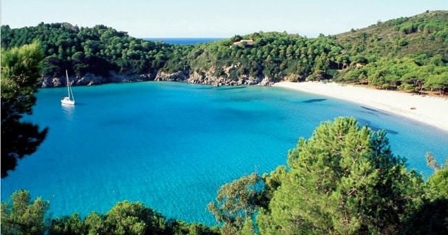 La spiaggia bianca di Fetovaia (foto Archivio Apt Arcipelago Toscano)