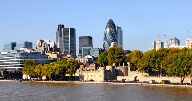 Lo skyline con la torre di Londra (foto Alamy/Milestone Media)