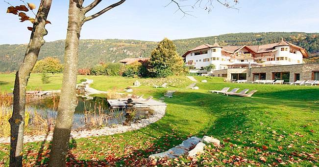 Un angolo del parco del Taubers Vital Hotel