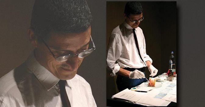 Cesare Pietroiusti, Consegna all'arista una tua banconota (valore minimo 20 euro) ed egli la tratterà con acido solforico e te la restituirà, corredata da un certificato, Bruxelles, 2007 (ph. Martina Della Valle; courtesy l'artista)