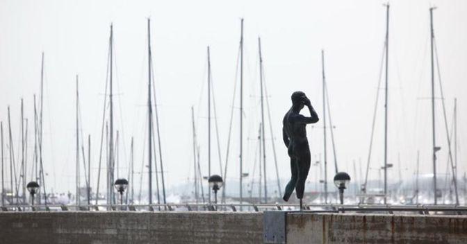 Replica della statua di Lisippo sull'omonima passeggiata a Fano.