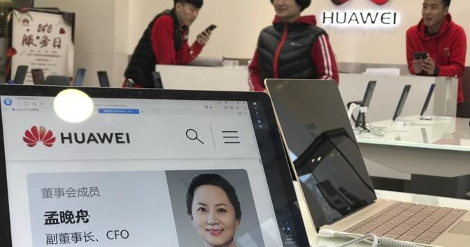 La cfo di Huawei, Meng Wanzhou, figlia del fondatore. È stata arrestata in Canada su richiesta Usa (Foto Epa)