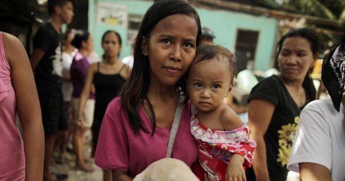 Disuguaglianze sociali, report shock di Oxfam: soltanto 26 individui possiedono la ricchezza di 3,8 miliardi di persone (Epa)