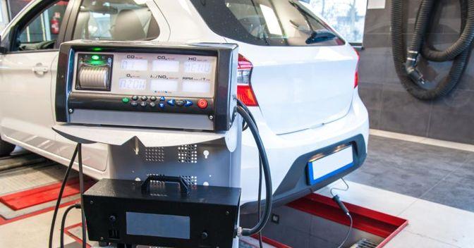 La misurazione delle emissioni inquinanti in laboratorio, sui rulli