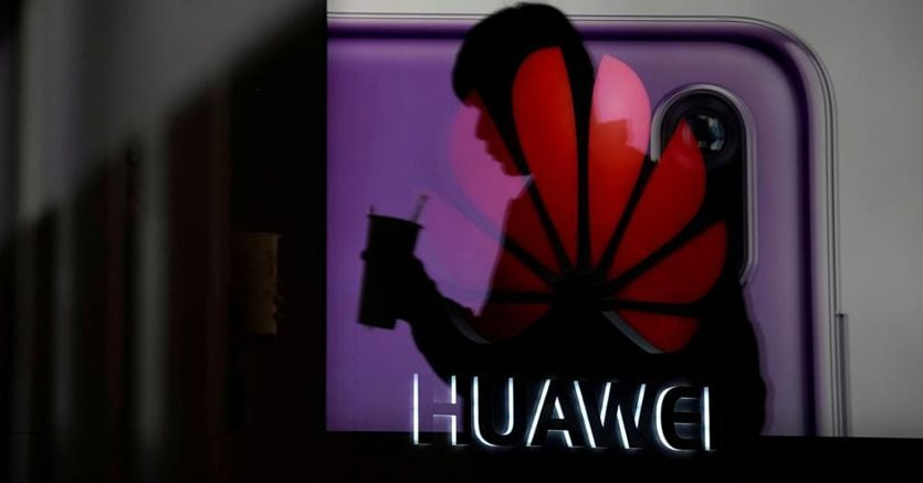 Huawei, aziende Usa bypassano il bando. Per Android occhi