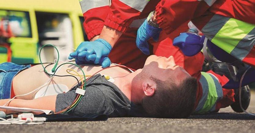 Dai treni alle società sportive: defibrillatori ovunque per legge
