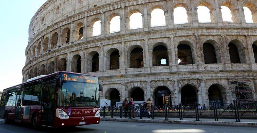 Roma, biglietti Atac gratis per chi ricicla plastica: sperimentazione al via