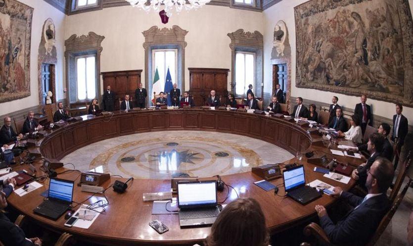 """Il governo approva """"salvo intese"""" il dl fisco e la legge di Bilancio. Dal contante alle tasse, cosa prevede la manovra"""