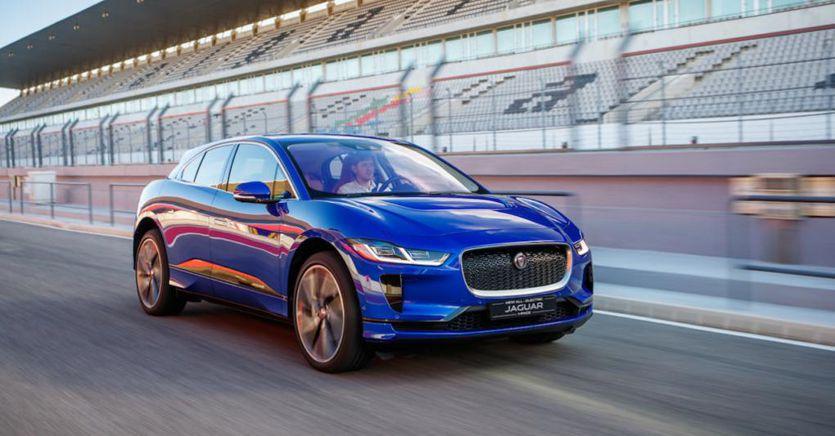 Auto elettriche, Jaguar aggiorna il software della I-Pace: 20 km di autonomia in più