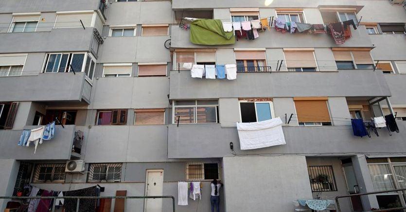 Stendere i panni in condominio, ecco quando si può