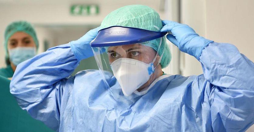 Coronavirus, da ai medici: irrealistico riaprire prima di aprile thumbnail