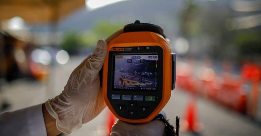 Coronavirus, arriva il monitoraggio via smartphone per contenere il contagio