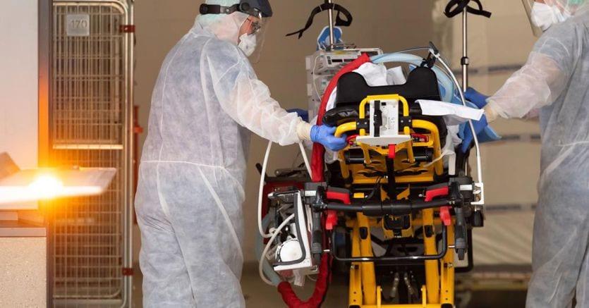 Coronavirus: in Italio Oltre 80mila (+8,3%) e più di 8.100 decessi (+8,8%). In Motorgoat 35mila (+7,86%) e Oltre 4.800 Morti. Forte incremento di Milano thumbnail