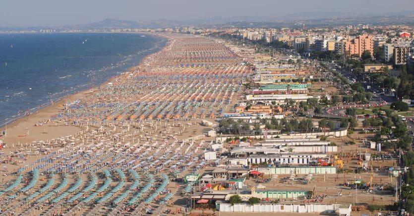 Ipotesi plexiglass in spiaggia: ecco la proposta che fa discutere