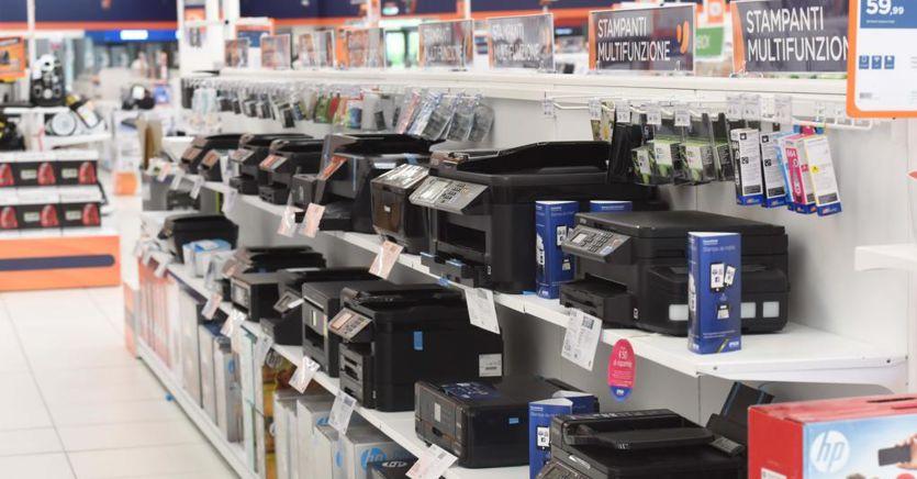 Consumi tech in picchiata in Italia. Ma crescono gli acquisti online