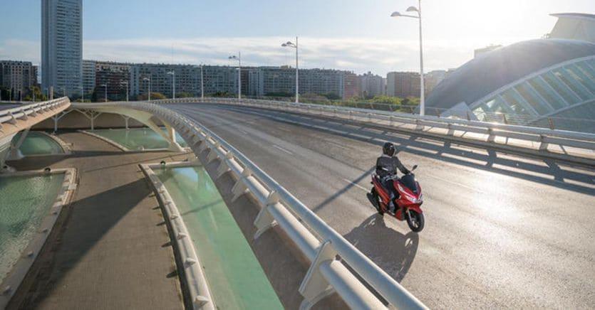In moto e in scooter nella Fase 2, ecco come vestirsi in modo sicuro: le nuove proposte