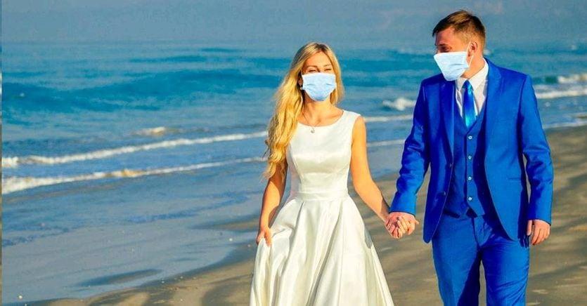 Ripartono le nozze a Napoli e Bari. In Puglia ospiti e testimoni in mascherina