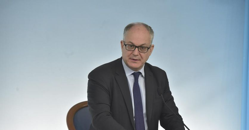 Gualtieri: «In legge di bilancio piano per cambiare il Paese. Pronti a valutare il Mes»