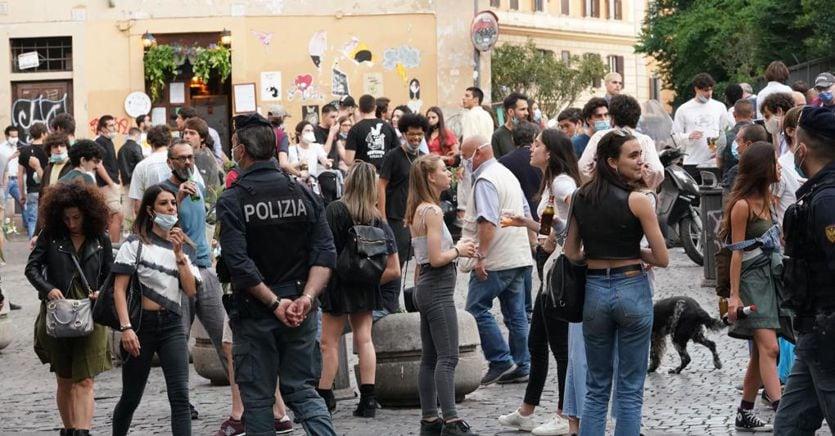 Movida e assembramenti, da Roma a Bari linea dura e multe