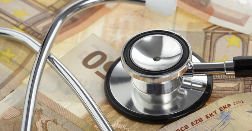Bonus di mille euro per tre mesi ai 31mila medici rimasti esclusi