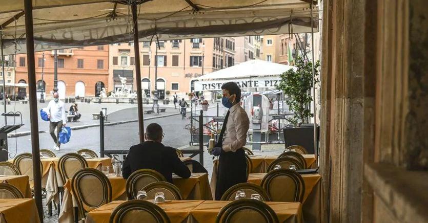 Coronavirus, dal bonus ristoranti ai 600 euro per il turismo: gli aiuti in arrivo con il decreto agosto thumbnail