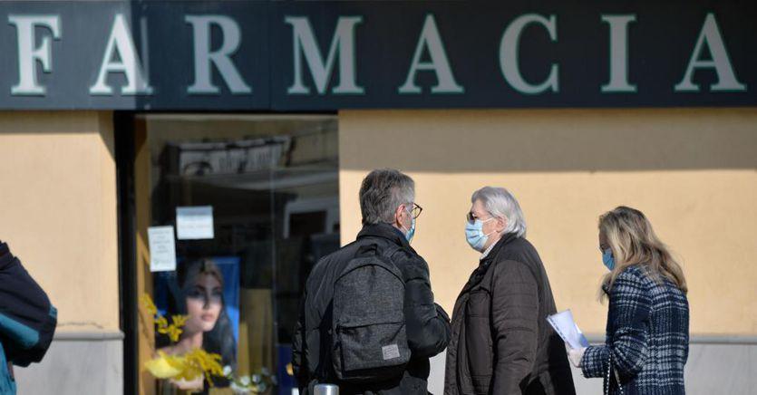 Effetto Covid in farmacia: boom di clorochina, vitamine e ansiolitici, crolla il Viagra thumbnail