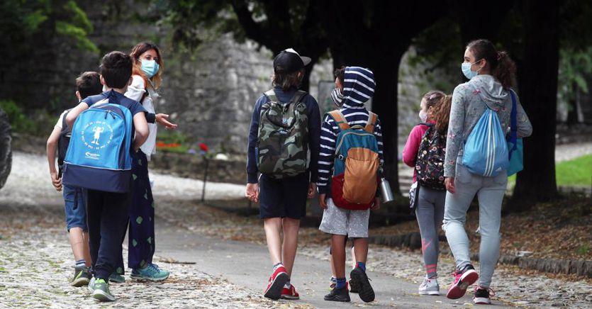 Covid-19 nei bambini: meno dell'1% è ricoverato, minimi i rischi a scuola thumbnail