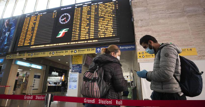 Coronavirus, sui treni posti a scacchiera, resta un metro di distanza al chiuso thumbnail