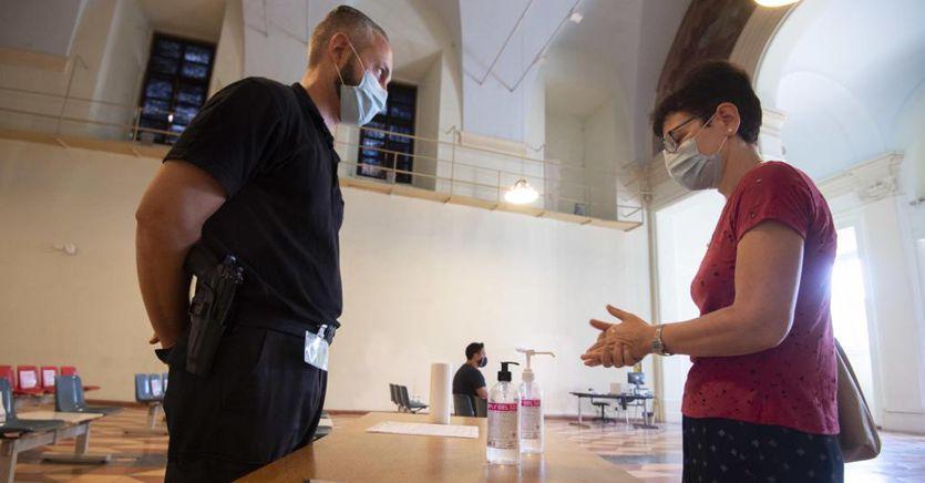 Coronavirus, ultimi dati: in Italia altri 1.462 casi e 9 morti thumbnail